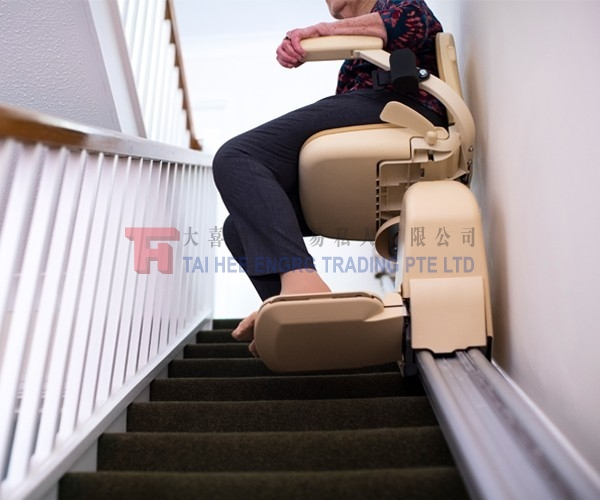 chair-lift-for-stairs_1eadb0ae97b47da5f5e12cf8fab1c2fc